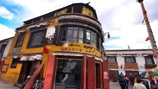 一家很有名的餐館,可是被導遊評得一文不值。
